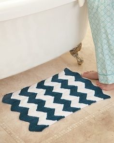 crocheted chevron bath mat | FIBER CHEVON CROCHET KNIT TUTS & IDEAS