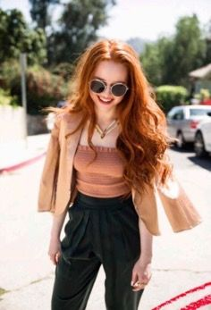 I honestly should just make a new board for Madeleine but can I be fucked? But she's awesome Cheryl Blossom Riverdale, Riverdale Cheryl, Riverdale Cast, Madelaine Petsch, Pretty People, Beautiful People, Five Jeans, Wattpad, Look Fashion
