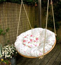 Attractive Swinging Papasan Chair