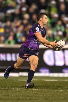 Cooper Cronk Photos - Cooper Cronk of the Storm runs the ball during the round 23 NRL match between the Canberra Raiders and the Melbourne Storm at GIO Stadium on August 2016 in Canberra, Australia. - NRL Rd 23 - Raiders v Storm Rugby Sport, Rugby Men, Sport Man, Rugby League, Rugby Players, World Rugby, Beefy Men, Athletic Men, Sport Motivation