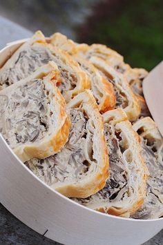 Terrine de champignons en croûte, poulet et parmesan