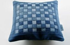 50 cushion covers made of jeans -DIY cushion covers made from recycled materials - 50 cushion covers made of jeans -DIY cushion covers made from recycled materials (Diy Pillows Desig - Diy Jeans, Patchwork Pillow, Patchwork Jeans, Diy Pillows, Cushions, Pillow Ideas, Artisanats Denim, Diy Cushion Covers, Denim Scraps