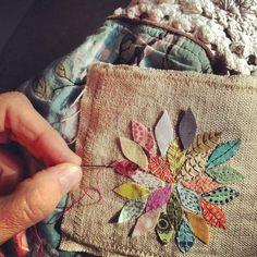 Patch com folhas de flor e bordado