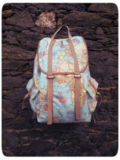 Tutorial for this amazing backpack - now to find that fabric, too! Volume ~20L. She used home decor weight fabric
