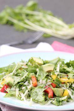 Raapstelensalade met knoflook-peterselie dressing | Green salad with garlic-parsley dressing | Knoflook | Garlic | Peterselie | Parsley | Groen | Green | Paprika | Sweet pepper | Avocado | Salade | Salad | Eten | Food | Gezond | Healthy | Dreambody transformation | De Levensstijl | Asja Tsachigova Stuffed Sweet Peppers, Avocado, Parsley, Cobb Salad, Green Beans, Potato Salad, Garlic, Cabbage, Potatoes