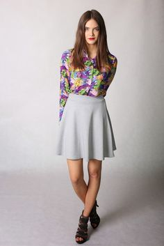 Grey skater dress - beautiful stylization with a colorful shirt in intensive colors.