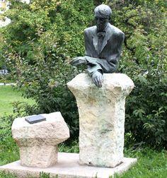 László Szilvia: Hogy is van ez? Dali, Garden Sculpture, Outdoor Decor, Self