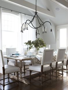 VT Interiors - Library of Inspirational Images: Dreamy Whites & Soft Blues I would change the white fabric to make it more practical, although it is beautiful.