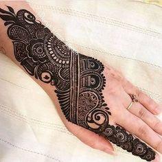 We have Arabic new mehndi designs plane for you. The simple Arabian mehndi design is for beginners. Henna Hand Designs, Mehndi Designs Finger, Latest Bridal Mehndi Designs, Modern Mehndi Designs, Mehndi Design Pictures, Mehndi Designs For Beginners, Wedding Mehndi Designs, Mehndi Designs For Fingers, Beautiful Mehndi Design