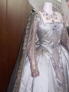 My favorite dress from Elizabeth: The Golden Age. The lace ruff and accompanying crystal necklace are incredible.