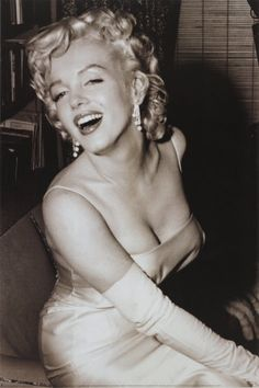 My favorite Marilyn Monroe pic...I love her style and shape! The way she pulls off the hourglass is flawless!