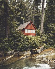 56 best treehouses and tiny homes images cabins cottages cabins rh pinterest com