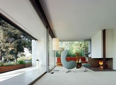 Interior of O'Hara House, Los Angeles 1959 by architect Richard Neutra, LA Chinese Architecture, Modern Architecture House, Futuristic Architecture, Interior Architecture, Interior And Exterior, Modern Houses, Interior Design, Richard Neutra, Richard Meier