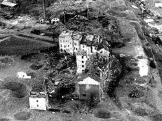 Chebské nádraží a okolí po bombardování v roce 1945. Záběr z dokumentárního filmu Luďka Matějíčka.