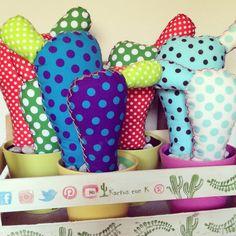 Nuevos #cactus de #tela modelo CHUMBERO!!! Mas grande para colgar más complementos! Pronto estarán disponibles en www.kactusconk.etsy.com Muchos color y muchos muchos lunares! #fabric #DIY #handmade #artesanía #art #lunares #polkadots #color #colour #colgador #hanger #hechoamano #accessories #complementos #customized #personalizado #navidad #Christmas #regalo #gift #design #decoración #etsy #etsyspain #etsyshop #granada #original #únicos