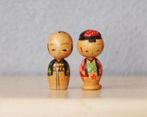 Kokeshi Vintage Bobble Head Nodder Couple minuscule du Japon des années 1950 de Figures en bois peint
