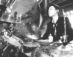 Drummer Chanyeol...is it stupid that this made him sexier.
