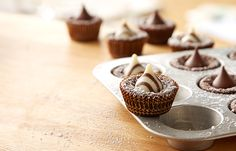 Try this Meltaway Brownie Bites recipe, made with HERSHEY'S products. Enjoyable baking recipes from HERSHEY'S Kitchens. Bake today.