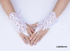 Wedding Fascinators, Wedding Gloves, Wedding Hats, Wedding Stuff, Red Fascinator, Sinamay Hats, White Bridal, Bridal Lace, Gloves Fashion