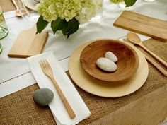 Love how clean and simple this is, rustic yet elegant!