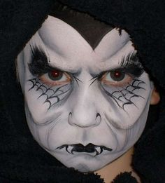 Extreme Halloween Makeup - If your eye liner is wonky at Halloween it does not matter. The same goes for smudged lipstick. Halloween is the one time you can go crazy on your . Costume Halloween, Zombie Halloween, Halloween Noir, Halloween Contacts, Cool Halloween Makeup, Halloween 2015, Holidays Halloween, Halloween Make Up, Halloween Crafts