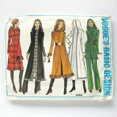1970s VOGUE Hooded Coat Pattern / Long Coat Pants by SelvedgeShop