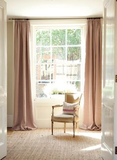 Ophelia is a very subtle design giving an overall impression of pink with just a hint of off white coming through.