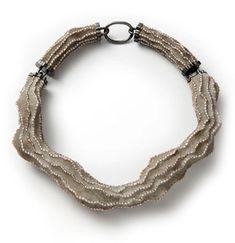 Collana Antoniette (2013) - Terhi Tolvanen - Paesi Bassi - Realizzata con perle, cemento, legno e argento