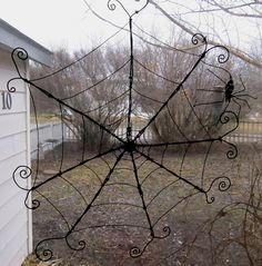 Recycle Reuse Renew Mother Earth Projects: How to make a Barbed Wire Spider Web and Spiders
