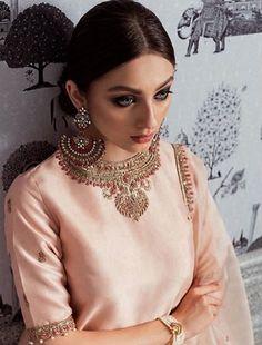 Custom made outfits Inquiries➡️ nivetasfashion@gmail.com whatsapp +917696747289 Nivetas Design Studio We ship worldwide delivery world wide Pakistani Dresses, Indian Dresses, Pakistani Kurta, Indian Designer Wear, Indian Suits, Indian Wear, Indian Attire, Lucknowi Suits, Phulkari Suit
