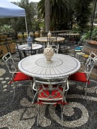 Tavoli Di Pietra Da Giardino.36 Fantastiche Immagini Su Tavoli In Mosaico Mosaic Table Top