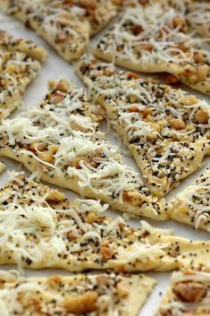 Magvas túrós háromszög Bread Recipes, Snack Recipes, Snacks, Bakery, Meals, Healthy, Party, Food, Eten