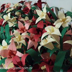 Que tal caprichar nos detalhes da sua festa e dar uma roupinha nova para os docinhos? Agora também temos lindas forminhas em origami para do...
