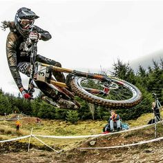 @downhiill_is_awesome - Woaaahhhh!!! @ratboy_bryce @fox @foxmtb @spyoptic  #downhiillawesome #iLoveMTB #mtb #mountainbiking #mountain #cycling #bicycle #redbull #rampage #extreme #dh #downhill #dhmtb #downhillmountainbiking...