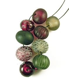 Frosted lampwork beads by Pinar Hakim  |  http://www.pinarhakim.com/eng/index.asp?ID=18
