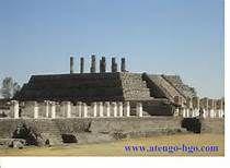 Es el Pirámide de Tula en Mexico. Son unas estatuas encima del pirámide.