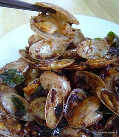 No-Frills Recipes ... cooking, baking & excerpts on travel: Kam Heong Lala~Pipi~Clams