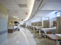 Outpatient procedural space, including two cardio-catherization suites, two interventional radiology suites, and six general procedure rooms, are located on level 5. Natural daylighting is employed throughout the floor, including pre/post-procedural areas. Photo: John Linden.