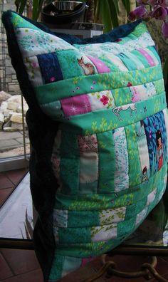 Dekoratives Kissen / Patchwork von Meine bunte Flickenecke auf DaWanda.com