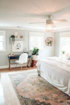 Guest Bedroom Home Office, Bedroom Office Combo, Small Master Bedroom, Master Bedroom Makeover, Home Decor Bedroom, Modern Bedroom, Contemporary Bedroom, Bedroom Plants, Master Bedroom Layout