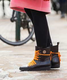 New York City's first real snowfall of the season is stirring some sartorial drama at R29 HQ today. Snow boots are a — surprisingly — contentious topic among our staff. There's the fashion-versus-function debate, for starters. Then, there are the…