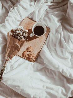 Cozy Aesthetic, Cream Aesthetic, Aesthetic Coffee, Brown Aesthetic, Flower Aesthetic, Aesthetic Vintage, Aesthetic Photo, Aesthetic Pictures, Aesthetic Style