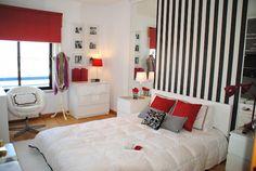 quarto branco, preto e vermelho