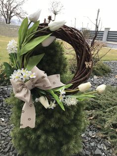 Jednoduchy jarny veniec Grapevine Wreath, Grape Vines, Garden Sculpture, Wreaths, Spring, Outdoor Decor, Plants, Home Decor, Blog