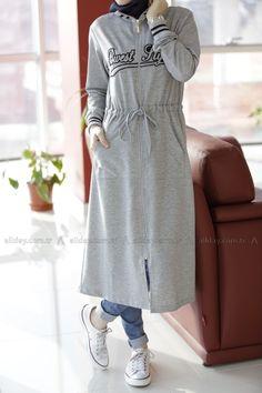 59 Super Ideas For Style Hijab Casual Kaos Arab Fashion, Islamic Fashion, Muslim Fashion, Modest Fashion, Unique Fashion, Girl Fashion, Fashion Outfits, Casual Hijab Outfit, Hijab Dress