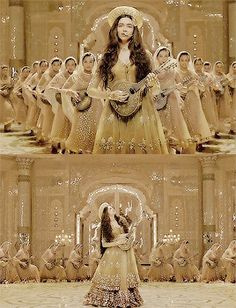 Deepak padukon looks so sweet and graceful in this scene of bajiroa mastani Pakistani Fashion Party Wear, Indian Fashion, Dress Indian Style, Indian Dresses, Deewani Mastani Dress, Deeps, Bridal Silk Saree, Afghan Dresses, Vintage Bollywood