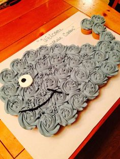 WHALE CUPCAKE CAKE....this is SO adorable & easy to make! Love it & a fun birthday party idea!  Featured on our Best Pull-Apart Cake Ideas!  http://kitchenfunwithmy3sons.com/2016/04/best-cupcake-cake-ideas.html/