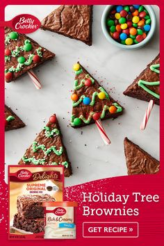 Holiday Tree Brownies Ready for that holiday spirit? Start with these super cute Holiday Tree Brownies this holiday season Christmas Food Gifts, Christmas Sweets, Christmas Goodies, Holiday Baking, Christmas Desserts, Christmas Baking, Xmas, Christmas Parties, Christmas Crafts