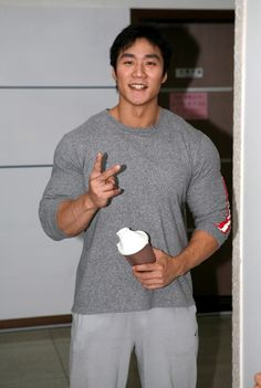 Lee Seung Chul (이승철, Korean Bodybuilder)
