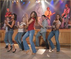 Daily Dance Lessons at the Wildhorse Saloon!